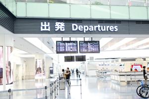 海外へ向かう空港のロビー