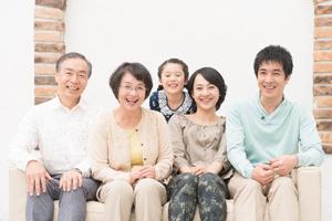仲の良い三世帯家族